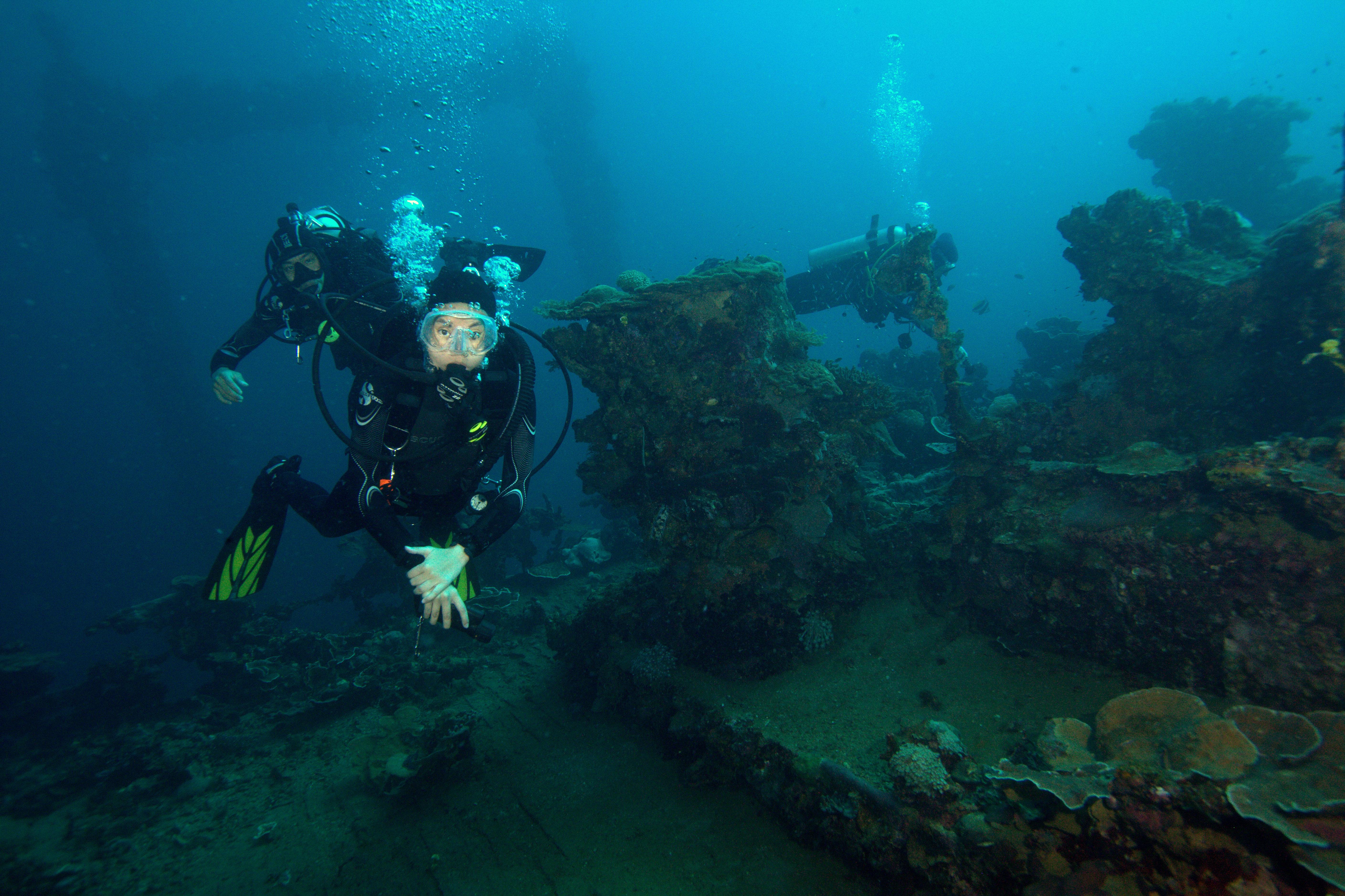 Coron wreck diving